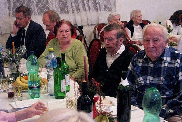 Ve středu 15. prosince 2010 se v kroměřížském Klubu Starý pivovar konalo předvánoční posezení pro seniory.
