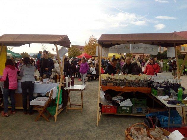 Farmářské trhy na Hanáckém náměstí vKroměříži.