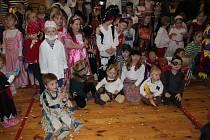 Středisko volného času Tymy v Holešově obsadili v sobotu piráti. Konal se tam totiž karneval ve stylu Pirátů z Karibiku. Nechyběla truhla s pokladem ani starý mořský vlk.