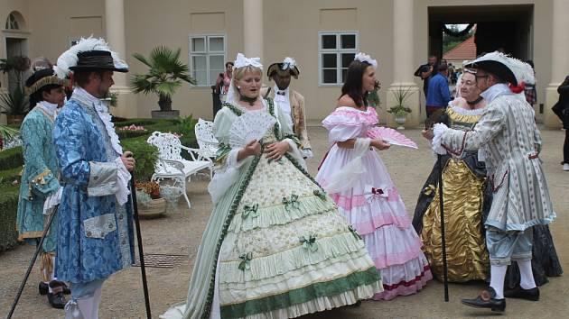 O víkendu se v Květné zahradě v Kroměříži uskutečnil druhý roční festivalu barokní kultury Hortus Magicus. Kromě ohňostroje byl připraven i bohatý kulturní program, divadelní představení, koncerty vážné hudby i komentované prohlídky zahrady.