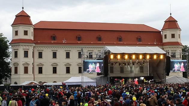 Festival Holešovská regata v zámeckém parku v Holešově.