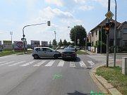 Svědky dopravní nehody, k níž došlo uplynulou  sobotu 2. června v 9.40 dopoledne, hledají kroměřížští policisté: srážka dvou aut se stala na křižovatce ulic Kotojedská, Obvodová a Moravská.
