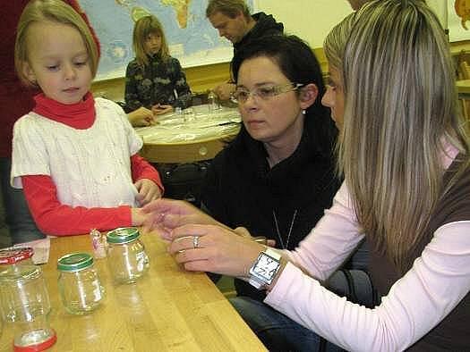 V Muzeu Kroměřížska děti i dospělí vyráběli sněžítka