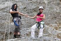 Redaktorka Deníku Soňa Ličková si na vlastní kůži vyzkoušela lezení po skalních ferratech.
