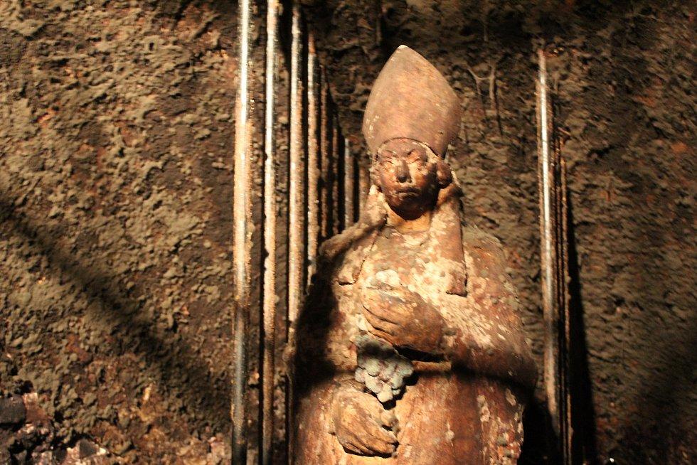 BISKUP ZAKLADATEL. V roce 1266 založil kroměřížské vinné sklepy olomoucký biskup Bruno ze Schauenberku.
