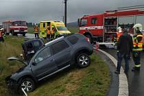 Zraněnou řidičku museli hasiči ze zdemolovaného auta vyprostit