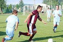 Martin Chorý (u míče) pomohl Skašticím sedmi brankami.