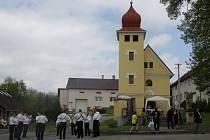 Ve Velkých Těšanech v sobotu posvětili zvon jehož patronem jsou Cyril a Metoděj.