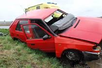 Zraněnou řidičku transportoval u Troubek z místa nehody vrtulník