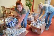 Příprava vánočních balíčků pro obyvatele Zdounek a místních částí.