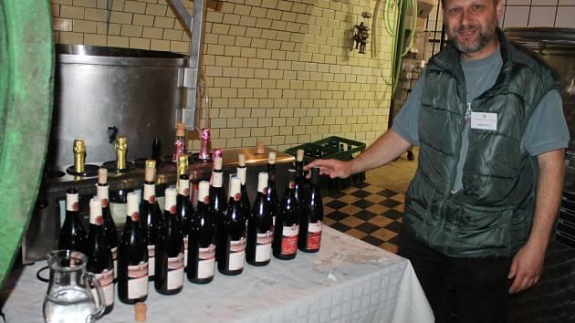 Sobotní degustace vín a sýrů se v Arcibiskupských zámeckých sklepích zúčasnilo na čtyři tisíce lidí.