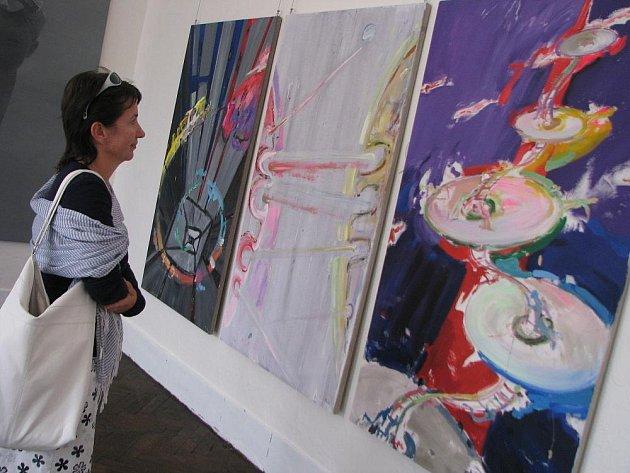 Až do 30. září vystavují v kroměřížské Galerii Orlovna přední součastní výtvarníci.