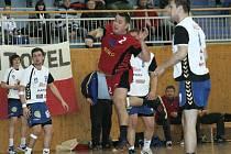Marek Vacula (v červeném) připravoval šance svým spoluhráčům