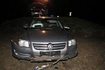 Opilého řidiče zastavil v noci na sobotu v Holešově až výstřel do vzduchu, na místě nehody nechal zraněného spolujezdce.