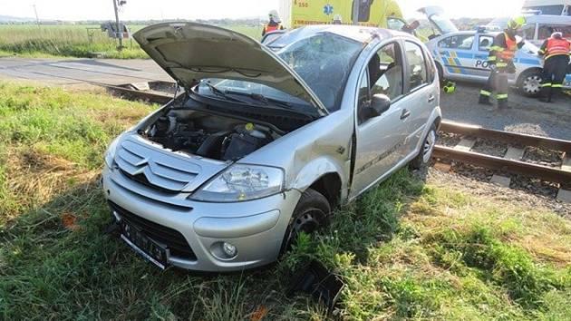 Další ze série nehod museli ve středu 8.6. řešit policisté a hasiči v kroměřížských místních částech Těšnovice a Kotojedy: muž za volantem citroenu skončil i s autem nedaleko kolejí, pak nadýchal přes tři promile.