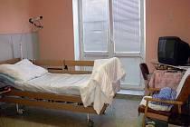 Nadstandartní pokoj v kroměřížské Nemocnici milosrdných sester.