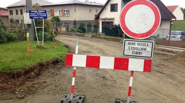 Kompletní rekostrukcí prochází vozovka na ulici K rybníku v Žeranovicích