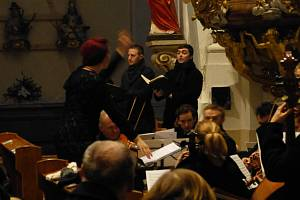 Vánoční koncert Česká mše vánoční Jakuba Jana Ryby přilákal v pátek 25.12. odpoledne do Kostela Nanebevzetí Panny Marie v Kroměříži desítky lidí.