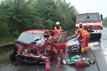 Srážku osobního a nákladního auta řešili v pátek 13.5. hasiči, policisté a záchranáři na silnici mezi Holešovem a Jankovicemi.