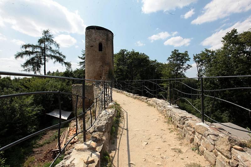 Zřícenina hradu Cimburk u Koryčan na Kroměřížsku hostila v sobotu a neděli 24. a 25. července 2021 II. Cimburské setkání skupin a spolků zabývajících se historickými ukázkami.