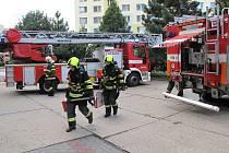 Hasiči si v Kroměříži vyzkoušeli zásah v sedmém patře
