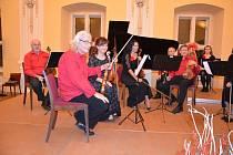 Holešovský komorní orchestr odehrál novoroční koncert na holešovském zámku.