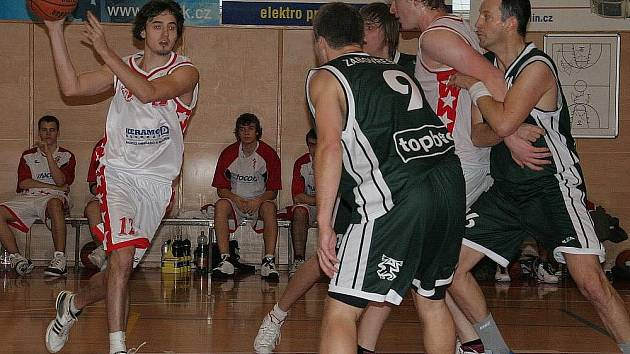 Basketbalisté Slávie v bílém. Ilustrační foto.