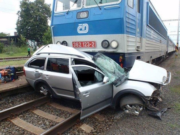 Řidič nepřežil střet s rychlíkem.