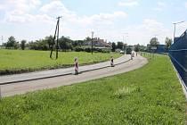 V srpnu začaly opravy silnice mezi Chropyní a Kyselovicemi, řidiče zde čeká omezení, akutálně dopravu řídí semafor. Rekonstrukce potrvá až do prosince.