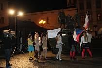 Lidé si na Velkém náměstí v Kroměříži připomněli události listopadu 1989.