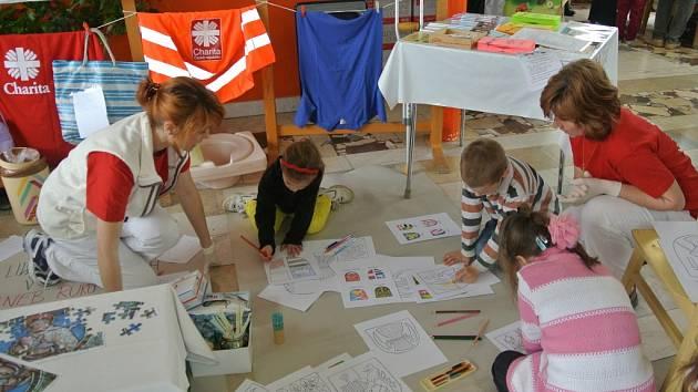 Na 3. ZŠ v Holešově pořádali o druhém dubnovém víkendu akci nazvanou Dny zdraví: děti i dospělí si na ní mohli vyzkoušet třeba základy první pomoci.