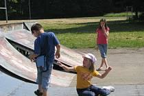 Základní škola v Hulíně byla jednou ze škol Kroměřížska, které se 9. 6. 2008 zapojily do celostátní stávky. Děti, o které se rodiče v ten den nemohly postarat, strávily dobu vyučování hrami na hřišti pod dozorem učitelky.