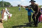 V rámci takzvaného Junior programu navštěvují ranč v Kostelanech v době od 11. května děti okolních mateřských i základních škol. Například v pondělí 25. května se zúčastnily mimo jiné i čtyři třídy mateřské školy Komenského z Uherského Hradiště.