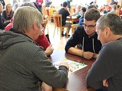 Osmý ročník loukovského turnaje v Člověče, nezlob se se těšil rekordní účasti: u třiadvaceti stolů se tam sešlo přes osmdesát hráčů