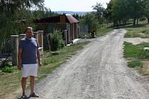 Oprava cesty mezi obcemi Dřínov a Uhřice na Kroměřížsku. Stavba by měla být dokončena v listopadu 2012