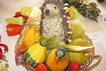 Ve Chvalčově připravili tamní zahrádkáři výstavu ovoce, zeleniny a květin.