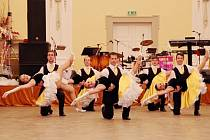 Reprezentační ples města mají pro letošek za sebou v Holešově. O uplynulém víkendu jej uvedl moderátor Ondřej Blaho, milovníky tance dostala do varu kapela Marathon Band a mažoretky, o vzrušení se pak postarala bohatá tombola.