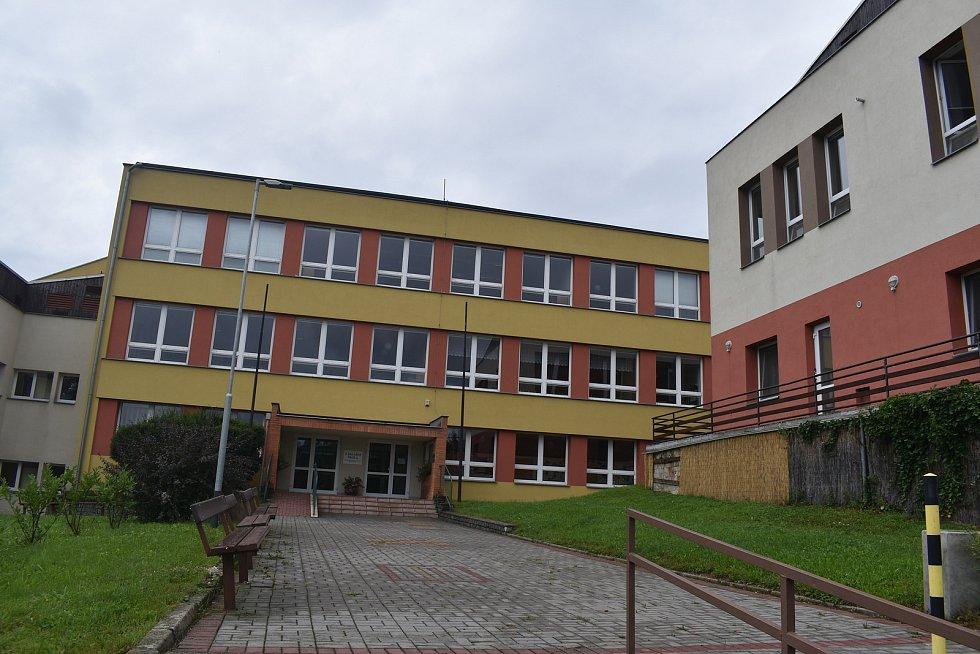 Kostelec u Holešova, srpen 2021.Základní škola.