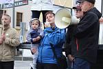 Demonstrace v Kroměříži. Lidé vyslovili svůj nesouhlas s premiérem Andrejem Babišem a jmenováním ministryně Marie Benešové.