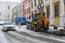 Krátkou odstávku vody museli absolvovat v pondělí dopoledne obyvatelé Moravcovi ulice v Kroměříži.