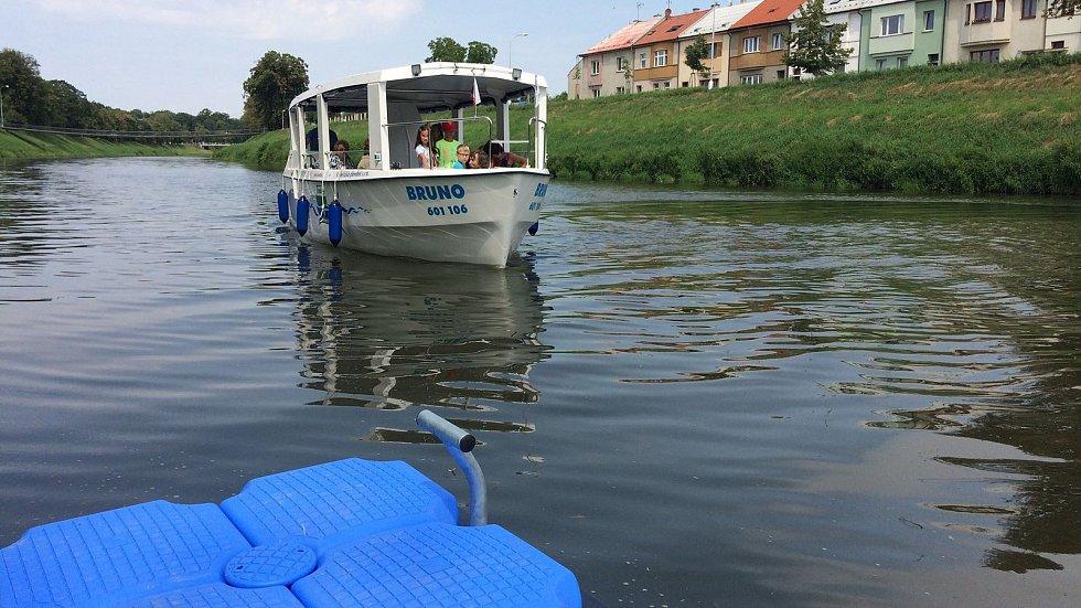 Lidé se mohou svézt lodí z Kroměříže do Kvasic, Bělova a zpět