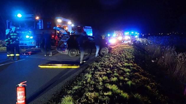 U křižovatky mezi obcemi Ludslavice a Zahnašovice v katastru obce Třebětice se při dopravní nehodě zranilo sedm osob.