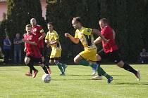 Na první výhru sezony dosáhli o víkendovém 5. kole okresního přeboru Kroměříž fotbalisté Břestu (ve žlutém), kteří vybrali v poměru 4:2 Lupoceny.