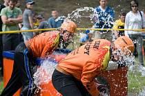 VE SVÉM ŽIVLU. Dobrovolní hasiči z Přílep nepodceňují tréninky, a v požárním sportu se jim díky tomu daří.