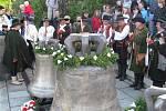 Arcibiskup Jan Graubner posvětil v neděli 6. května nové zvony pro hostýnskou baziliku.