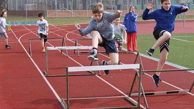 Na ZŠ Oskol v Kroměříži fandí sportu. V nové sportovní třídě se děti věnují nejen atletice, ale všem sportům všeobecně. Už přicházejí i první úspěchy.