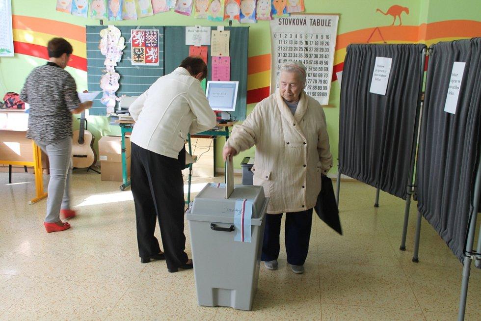 Komunální volby začaly v pátek 10. října tradičně ve 14 hodin také na Kroměřížsku.