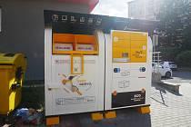 V Bystřici pod Hostýnem je nyní k dispozici bezdotykový kontejner na oblečení a výdej balíčků.