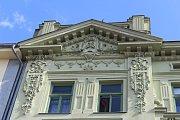 Architekt Felix Skibinski se při navrhování domu jakoby inspiroval budovou dnešní Justiční školy.