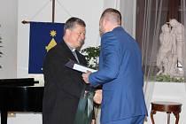OCENĚNÍ. Osobností města Holešova v oblasti kultury se stal pater Mgr. Jerzy Walczak.